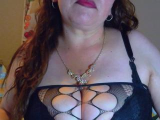 Foto de perfil sexy de la modelo CorinaHottest, ¡disfruta de un show webcam muy caliente!